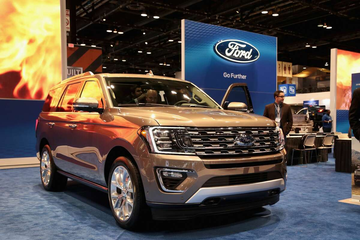 Make : Ford Model: Expedition 2018: Introduced at the Chicago Auto Show on Feb. 9, 2017, the 2018 Expedition is 300 pounds lighter than the previous model, thanks partly to an aluminum body.