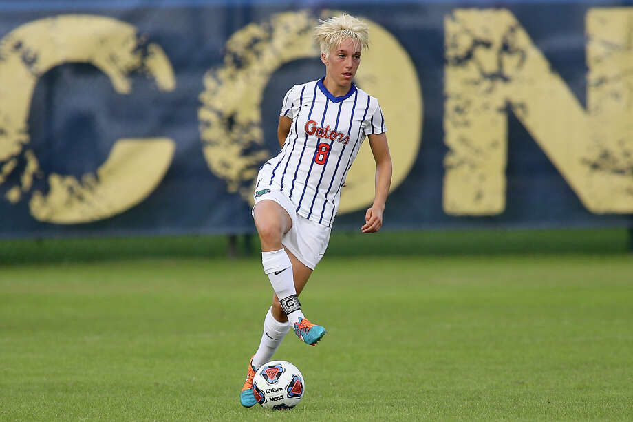 Shown here playing for the University of Florida in 2015, defender Claire Falknor is the newest Dash signee. Falknor played for Bayern Munich in 2016. Photo: Jimmy Mitchell