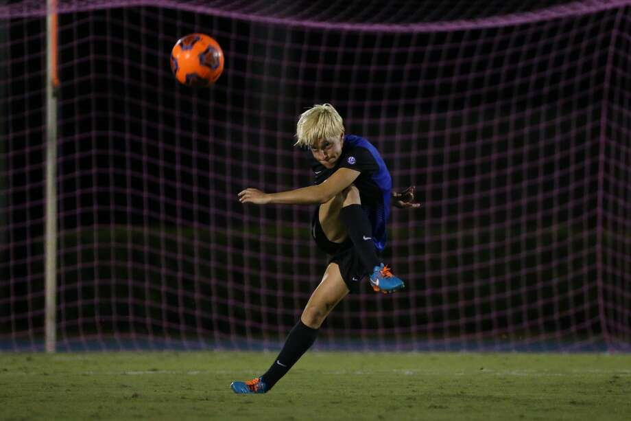 Shown here playing for the University of Florida in 2015, defender Claire Falknor is the newest Dash signee. Falknor played for Bayern Munich in 2016. Photo: Tim Casey/TimCasey