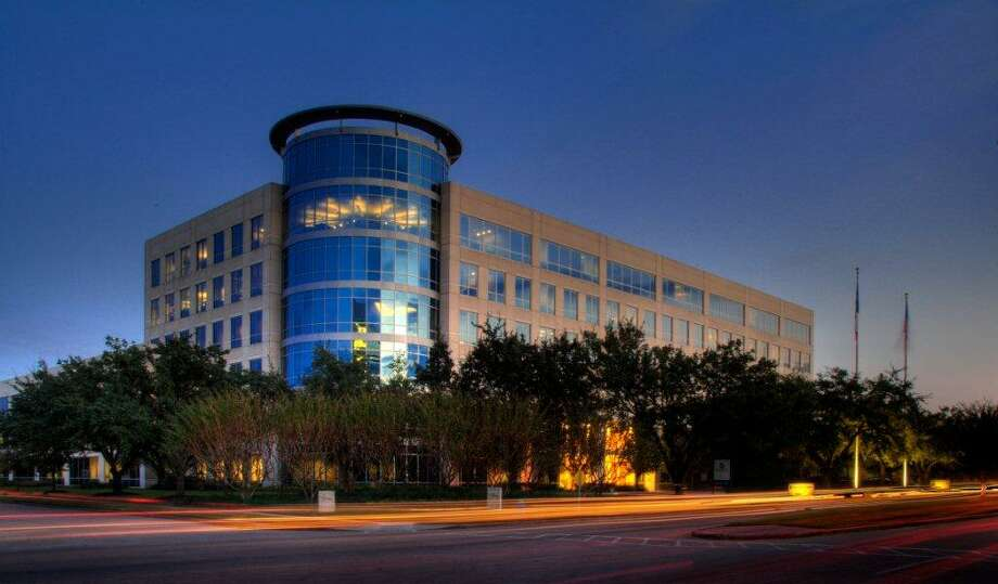 IHS Markit expanded and extended its lease to a total of 90,000 square feet at 1401 Enclave. Russell Hodges and Chrissy Wilson of JLL represented the landlord, FCA Partners. Photo: JLL