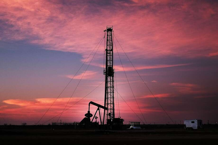 Oil prices slip as US rigs rise
