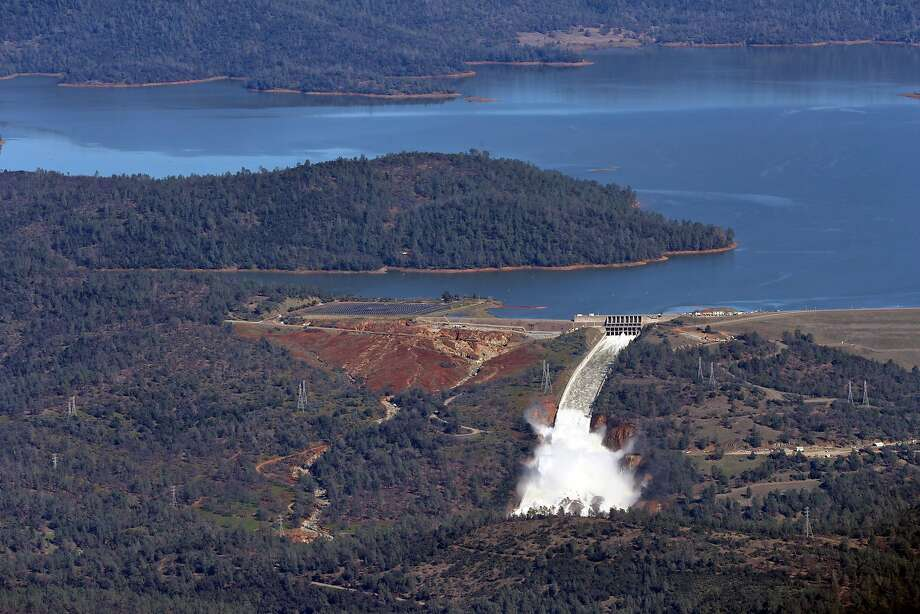 Water flows out of the damaged spillway at Oroville Dam in Oroville, Calif., on Tuesday, February 14, 2017. Photo: Scott Strazzante, The Chronicle