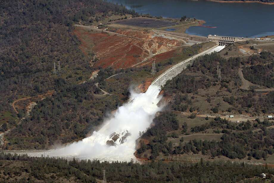Water flows out of the damaged spillway at Oroville Dam in Oroville, Calif., on Tuesday, February 14, 2017. Photo: Scott Strazzante / The Chronicle 2017