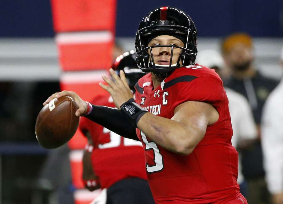 Texas Tech quarterback Patrick Mahomes looks to throw against Baylor during the first half on Nov. 25, 2016, in Arlington. Photo: Ron Jenkins /Associated Press / FR171331 AP