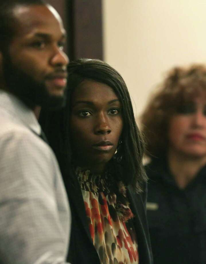 Marquita Johnson, center, and husband Qwalion Busby, left, charged with injury to a child by omission in regard to their son, who died after a severe infection in 2015 appear in the Cadena-Reeves Justice Center, on Tuesday, Feb. 14, 2017. They were found guilty. Photo: Bob Owen /San Antonio Express-News / ©2017 San Antonio Express-News
