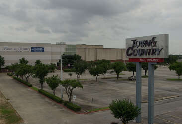 Town And Country Houston >> Village Squares Are Models For New Shopping Centers