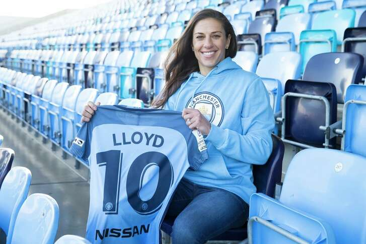 Carli Lloyd officially signed with Manchester City on Wednesday.