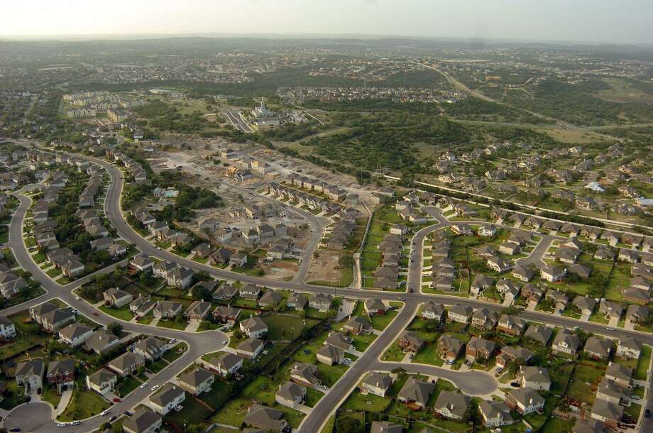 Last month, 1,683 homes were sold in the San Antonio-New Braunfels metro area, an increase of 10 percent over January of last year, according to data from the San Antonio Board of Realtors. Photo: Billy Calzada /San Antonio Express-News / SAN ANTONIO EXPRESS-NEWS