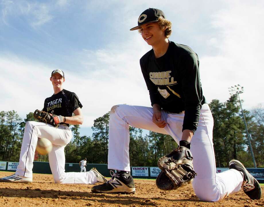 Andrew Paulsey, right, jokes with Riley Wohlschlaeger as they warm up during practice at Conroe High School Wednesday, Feb. 15, 2017, in Conroe. Photo: Jason Fochtman, Staff Photographer / © 2017 Houston Chronicle