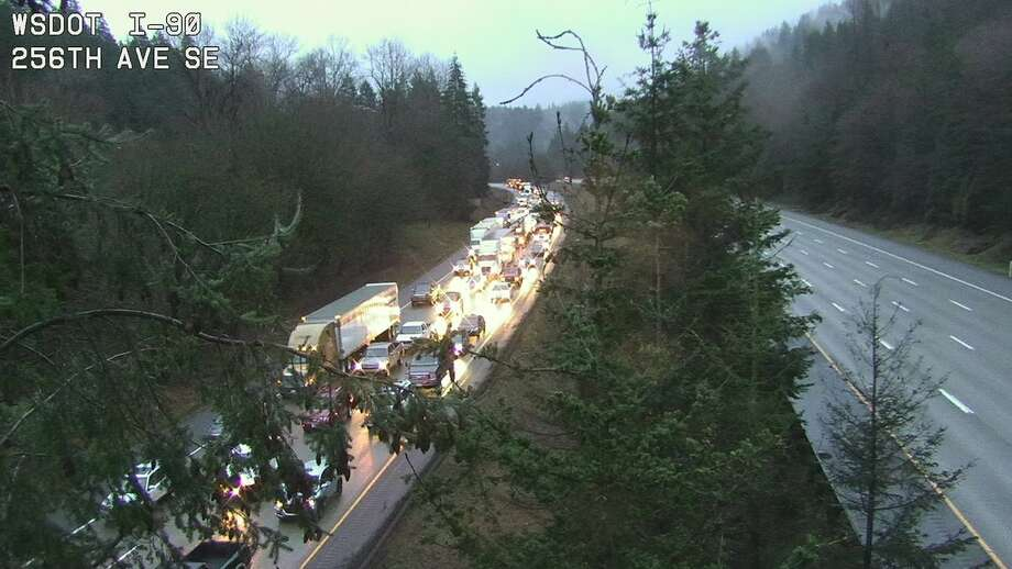 One lane of WB I-90 open intermittently after Issaquah mudslide