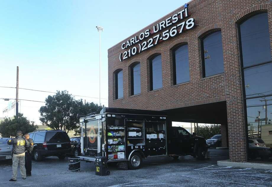 The F.B.I. raids the office of state senator Carlos Uresti Thursday February 16, 2017. Photo: John Davenport, Staff / San Antonio Express-News / ©San Antonio Express-News/John Davenport