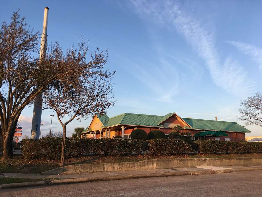 The Outback Steakhouse on Loop 610 at Beechnut has closed. Pre-leasing        of a 23,450 square-foot, two-story building proposed to be built on the        site is under way, according to NewQuest Properties. Photo: Katherine Feser, Houston Chronicle