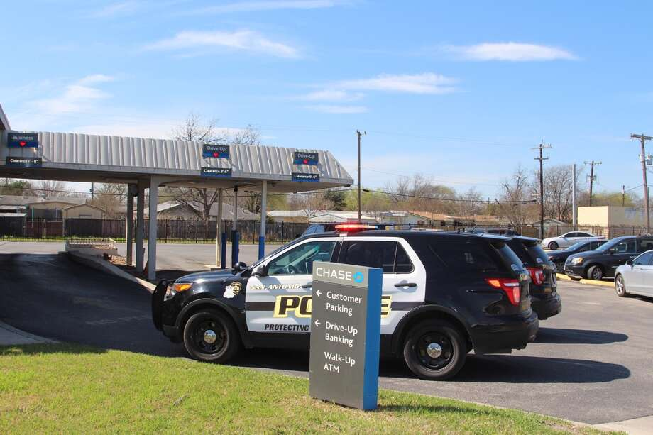 A robbery at a Chase Bank at the 700 block of Bandera prompted a large police response on Thursday, Feb. 16, 2017. Photo: Tyler White / San Antonio Express-News