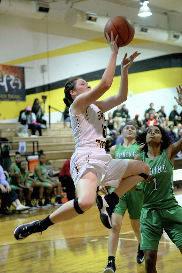 Catherine Cordova (12) of Spring Woods drives to the hoop during the first half of the girls Bi-District playoff game between the Spring Woods Tigers and the Spring Lions on Tuesday February 14, 2017 at Spring Woods High School, Houston, TX. Photo: Craig Moseley, Staff / ©2016 Houston Chronicle