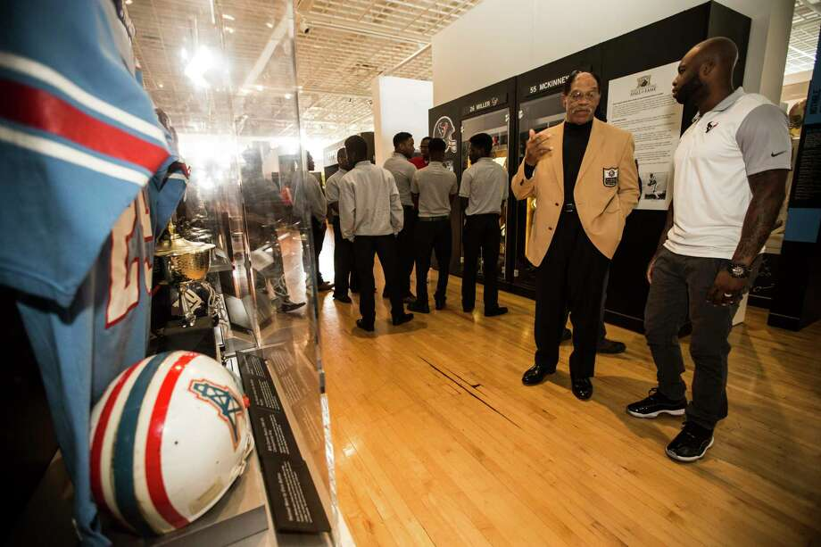 Hall of Famer Elvin Bethea talks to Houston Texans cornerback Johnathan Joseph during a tour, with students from Pro-Vision Academy, of the Pro Football Hall of Fame's Gridiron Glory, traveling exhibit on the campus of Texas Southern University on Thursday, Feb. 16, 2017, in Houston. Photo: Brett Coomer, Houston Chronicle / © 2017 Houston Chronicle