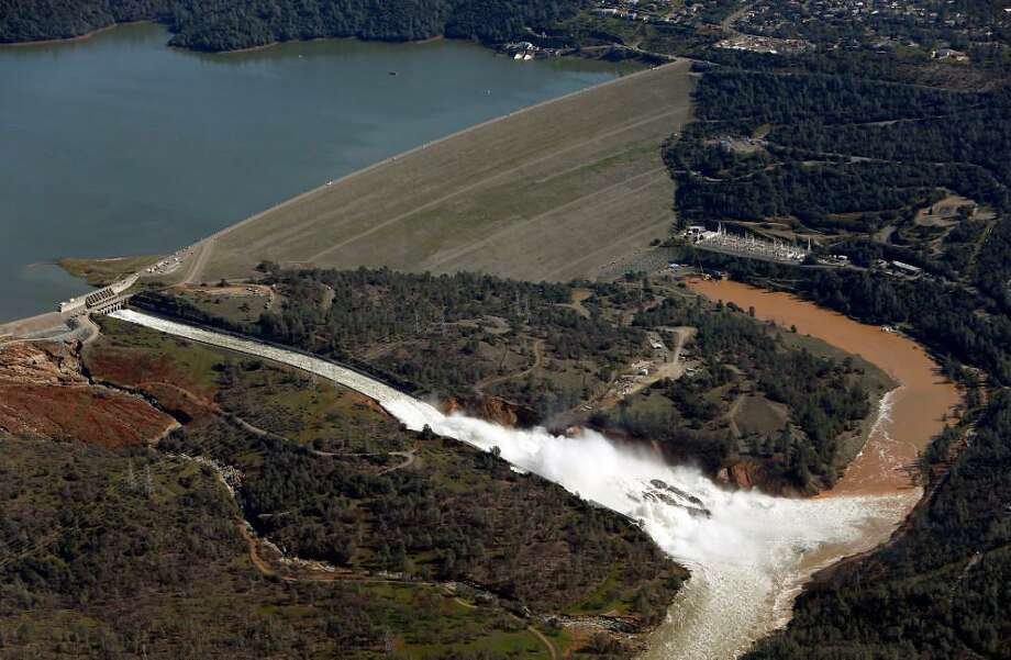 Water flows out of the damaged spillway at Oroville Dam in Oroville, Calif., on Tuesday, February 14, 2017. Photo: Scott Strazzante / The Chronicle / /