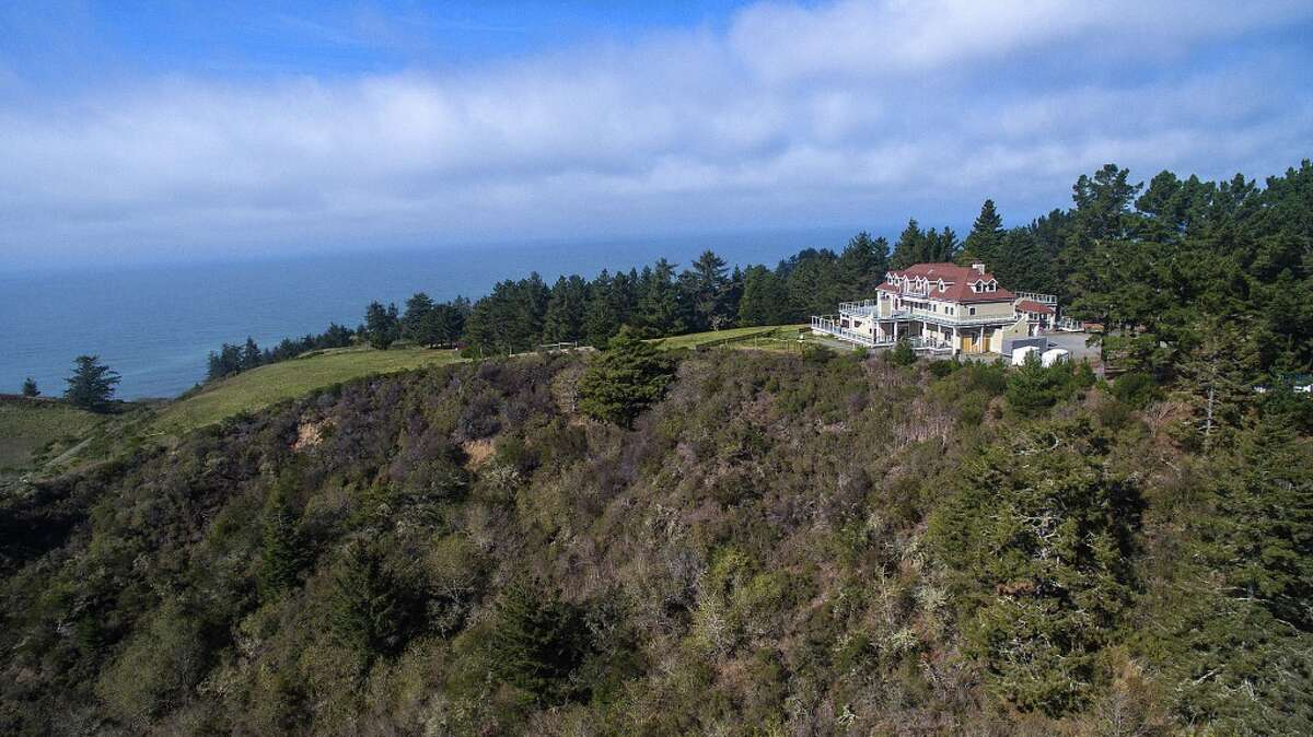A 3-day private mansion stay at the Lost Coast Ranch in Ferndale, Northern California. Value: $22,000.