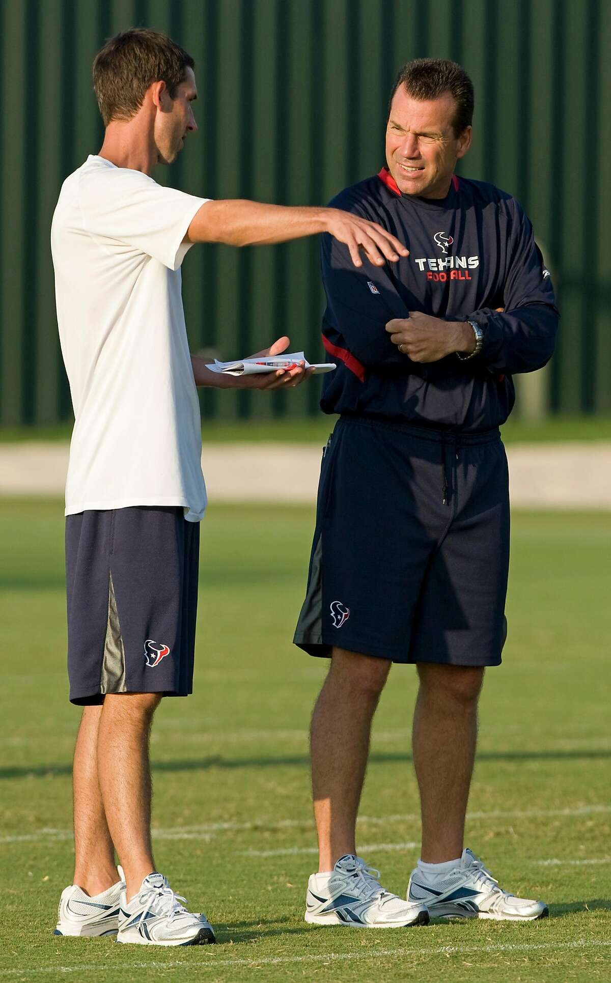 Then-Houston Texans offensive coordinator Kyle Shanahan, left, and head coach Gary Kubiak talk during an a 2009 practice. Shanahan - now the 49ers' head coach - has hired Kubiak's son Klay as his defensive quality control coach.