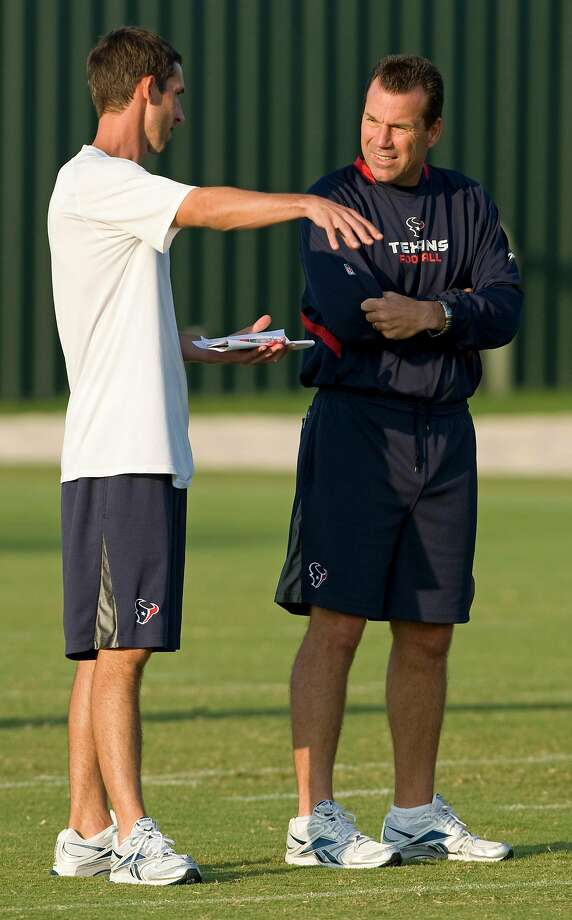 Kyle Shanahan and Gary Kubiak, then with the Texans, in 2009. Photo: Brett Coomer, Houston Chronicle