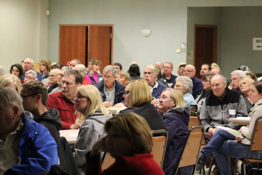 Dunlap Lake property owners gathered Thursday night at the Edwardsville Moose Lodge for their annual Homeowners Association meeting. Edwardsville Mayor Hal Patton gave a proposal regarding the Dunlap Lake dredging project to gather support before approaching City Council.