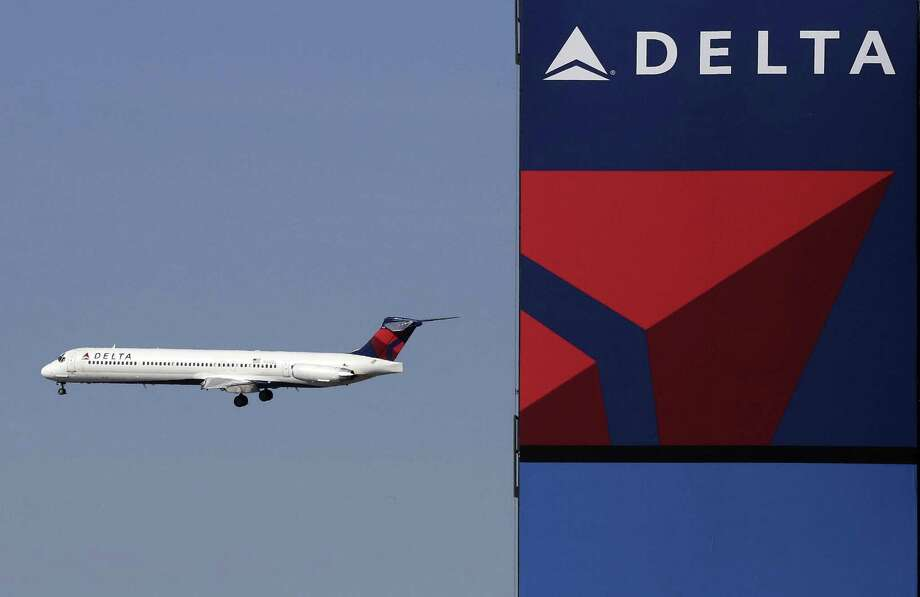 Delta is bringing free meals back to economy class on some long U.S. flights after dropping them years ago to save money. Photo: Associated Press /File Photo / Copyright 2017 The Associated Press. All rights reserved.