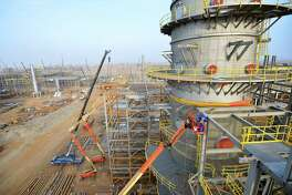 """Aramco's Jazan Refinery and Terminal Project was recognized by Hydrocarbon Processing magazine in its """"Top HPI Projects of 2016."""" Shown is the Jazan Refinery under construction."""