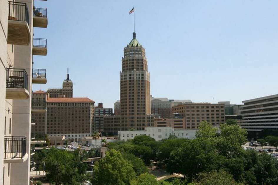 La Cascada This 4th floor condo at La Cascada has incredible views of downtown San Antonio, The San Antonio River, and like the condo at Alteza, fantastic The Towers of Americas. Photo provided by http://www.kwsanantonio.com/.