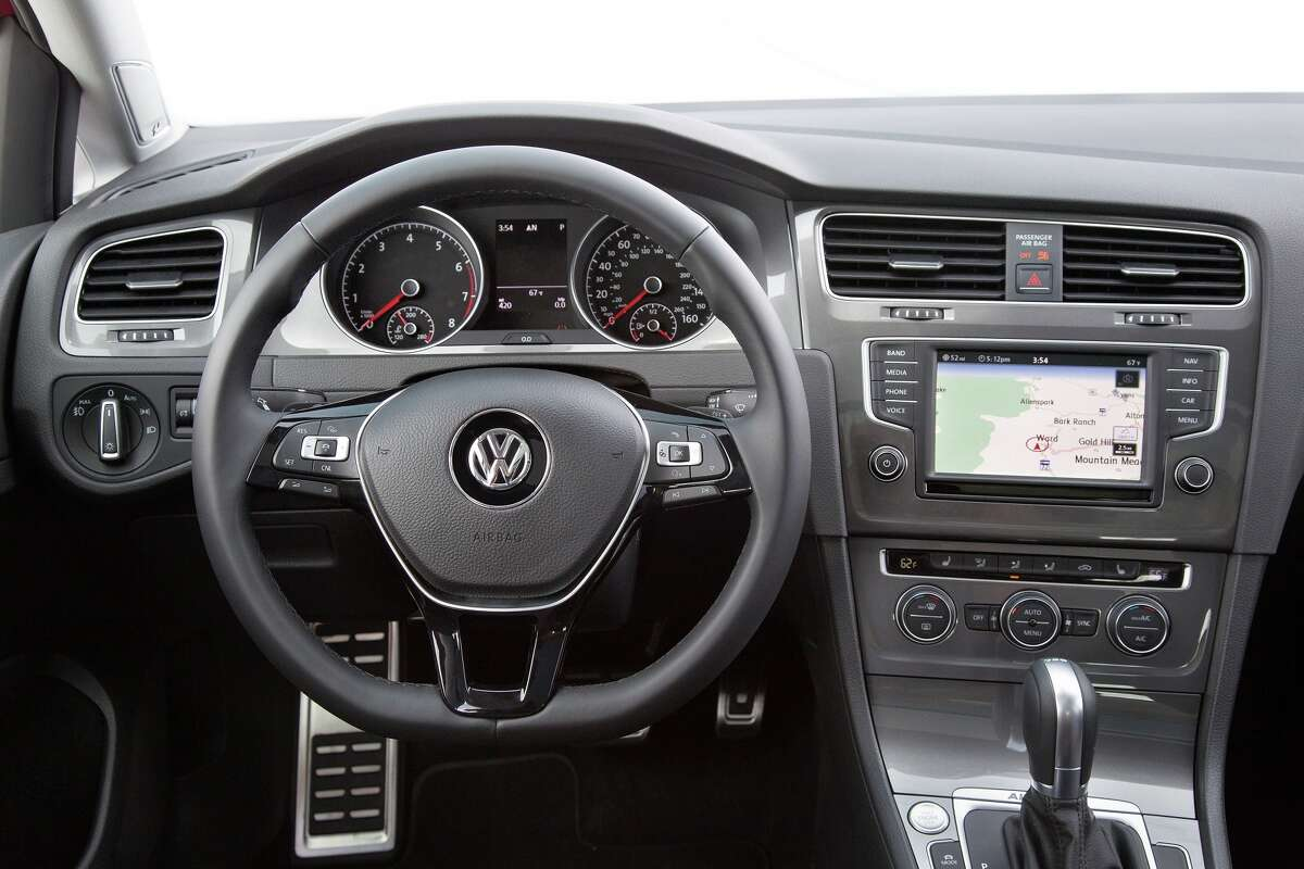 Voice-controlled Bluetooth connectivity allows audio streaming for compatible devices, as well as Android Auto, MirrorLink, Apple CarPlay integration and Volkswagen Car-Net App-Connect for smartphones.