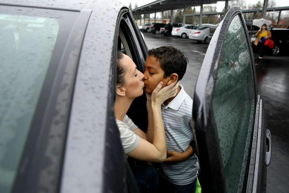 Lyft and Uber driver Brittney Barber kisses her son, Ethan, as she drops him off at school in Clovis (Fresno County). Photo: Santiago Mejia, The Chronicle