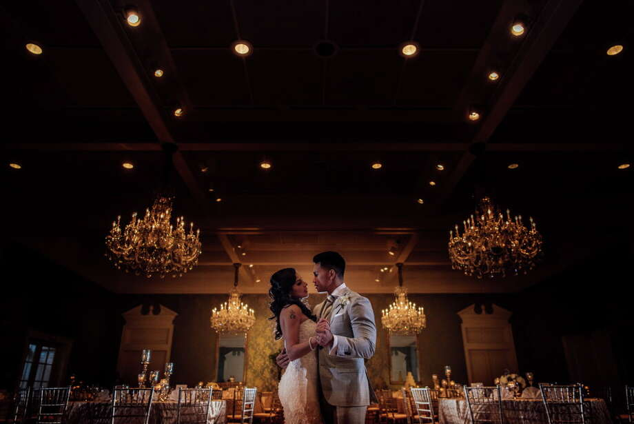 Kim Garcia and Seth Luague's wedding at the Junior League of Houston Photo: Tee Tran Photography / (C)2017 TEETRAN PHOTOGRAPHY.