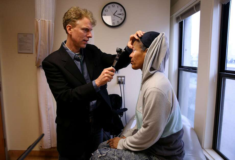 Dr. Andrew Desruisseau checks the eyes of Sonia Hernandez at Tenderloin Health Services in San Francisco. Hernandez is a hepatitis C patient. Photo: Santiago Mejia, The Chronicle