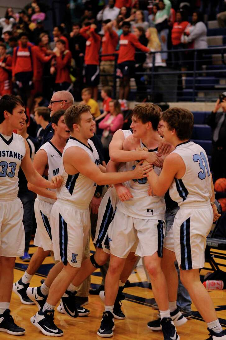 Chase Lovins (25) is mobbed by his teammates after hitting the winning shot