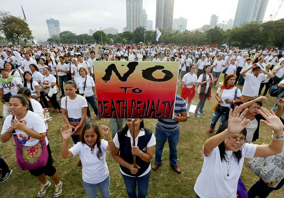 Demonstrators gather in Manila to oppose President Rodrigo Duterte's antidrug campaign. Photo: Bullit Marquez, Associated Press
