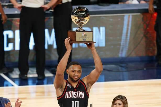 NEW ORLEANS, LA - FEBRUARY 18:  Eric Gordon #10 of the Houston Rockets celebrates after winning the 2017 JBL Three-Point Contest at Smoothie King Center on February 18, 2017 in New Orleans, Louisiana. NOTE TO USER: User expressly acknowledges and agrees that, by downloading and/or using this photograph, user is consenting to the terms and conditions of the Getty Images License Agreement.  (Photo by Jonathan Bachman/Getty Images)