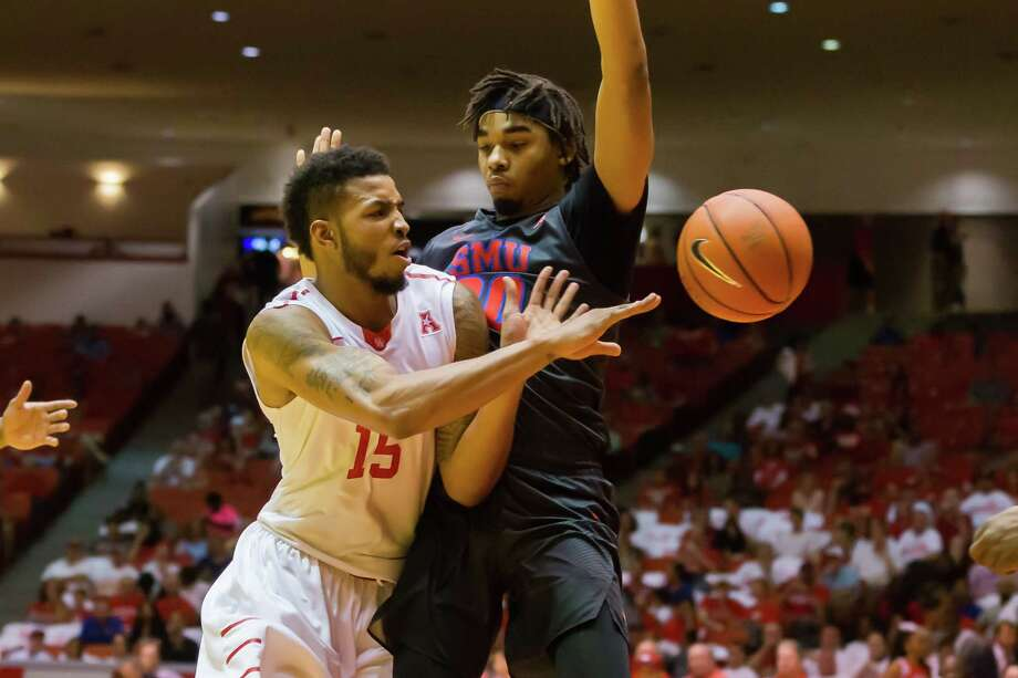 SMU forward Ben Moore, right, sticks close to UH's Devin Davis, forcing a pass Saturday. The Mustangs rallied from a double-digit deficit for the second time in a week. Photo: Leslie Plaza Johnson, Freelancer / Freelance