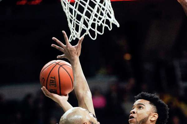 SienaOs Marquis Wright, scores against Niagara's Kahlil Dukes ,left, during the first half of an NCAA men's   college basketball game in Albany, N.Y., Saturday, Feb. 18, 2017. (Hans Pennink / Special to the Times Union)     ORG XMIT: HP104
