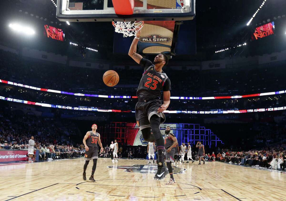 Anthony Davis throws down a dunk, part of his record 52-point performance in front of his home fans Sunday in New Orleans.