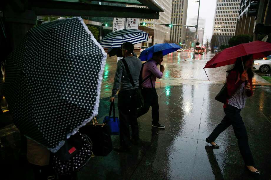Commuters battle rain and strong wind in downtown as they make their way to work Monday, Feb. 20, 2017 in Houston. Photo: Michael Ciaglo, Houston Chronicle / Michael Ciaglo