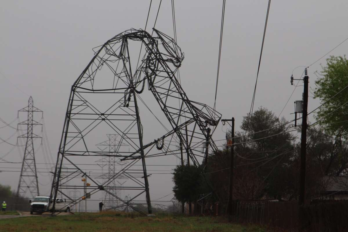 A CPS Energy transmission tower is bent in half on Monday, Feb. 20, 2017, following a series of heavy storms that moved through San Antonio. CPS Energy spokeswoman Nora Castro confirmed the tower is located near Uhr Lane and Higgins Road on the Northeast Side.