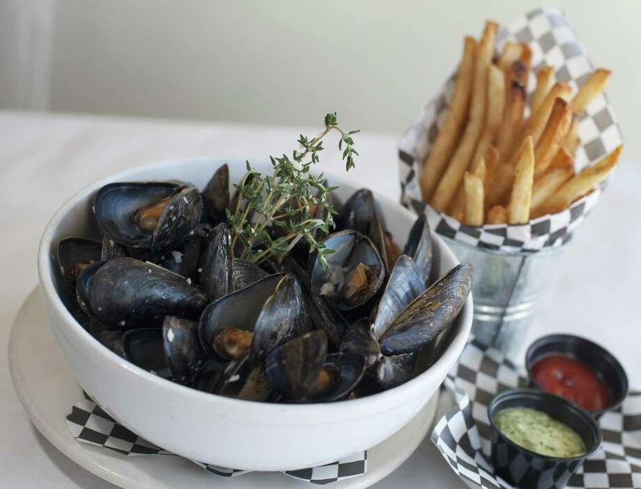 Moules marinieres Photo: Express-News File Photo / San Antonio Express-News