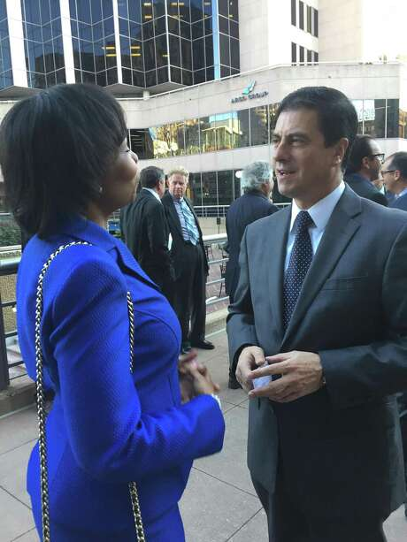 Outgoing North American Development Bank Managing Director Gerónimo Gutiérrez Fernández, set to become Mexico's ambassador to the United States, visits with San Antonio Mayor Ivy Taylor during a farewell reception Friday. Photo: David Hendricks /Express-News Staff Writer