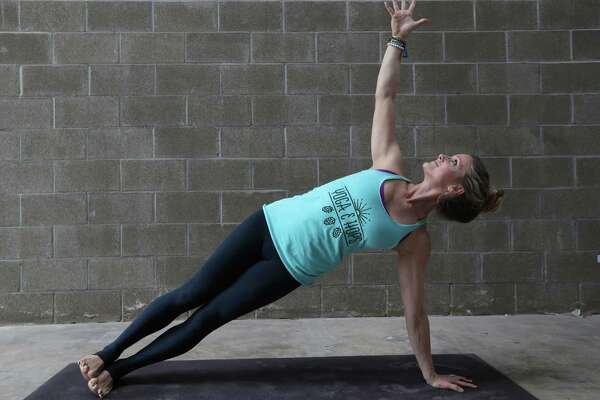 houston chronicle yoga challenge day 24: side plank