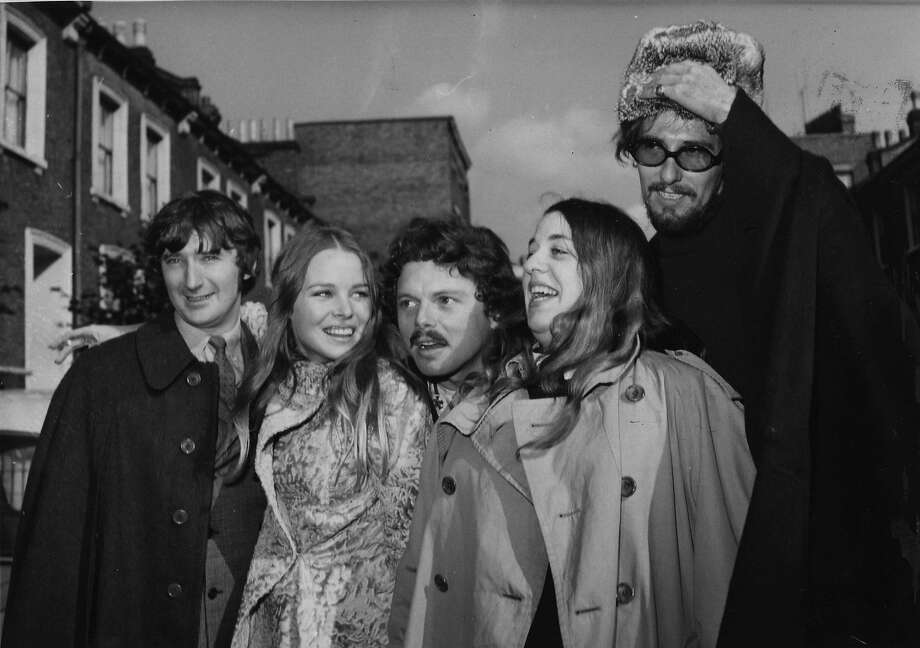 Scott McKenzie (center) with the Mamas & the Papas: Denny Doherty (left), Michelle Phillips, Cass Elliot and John Phillips. Photo: WORTH, Associated Press