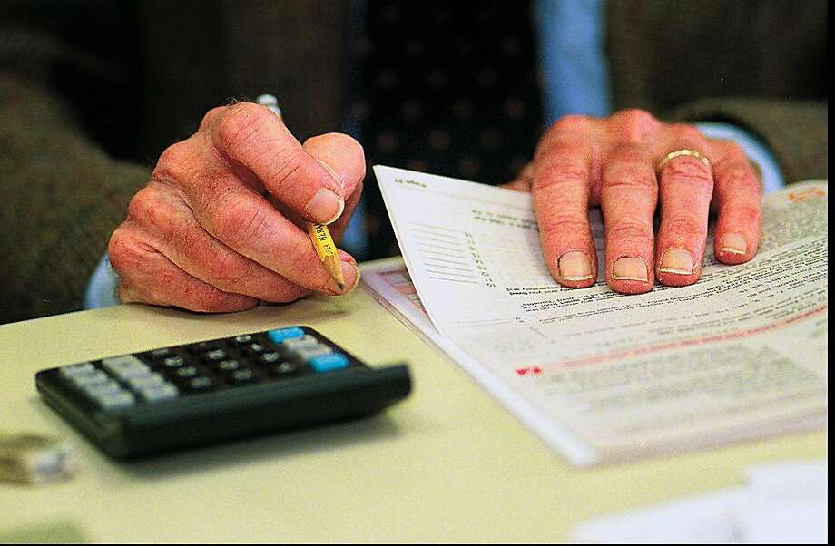 Nearly 400,000 California households filed for the state's Earned Income Tax Credit last year, far less than the 600,000 households eligible for it. Photo: GT