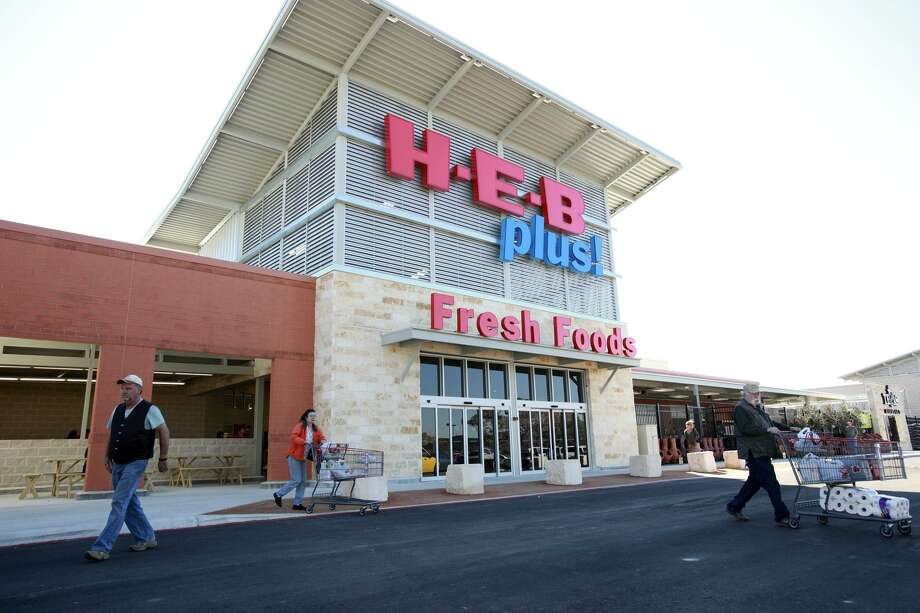 H-E-B is adding a fulfillment center at its store at Bulverde Road and Loop 1604 to help handle curbside and delivery orders. Photo: Tom Reel /San Antonio Express-news / ¨ 2011 San Antonio Express-News