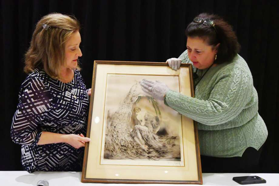 Cy - Fair Home and Garden Show  8877 Barker Cypress RD, Cypress, Texas, usa 2/18/2017 - 2/19/2017 ,Photographer : Tony Gaines  Dr Lori of the Discovery Channel program antique show. Dr Lori evaluates Bobbie Washburn early 19th century print by the artist Louis Icart Photo: Tony Gaines, Photographer