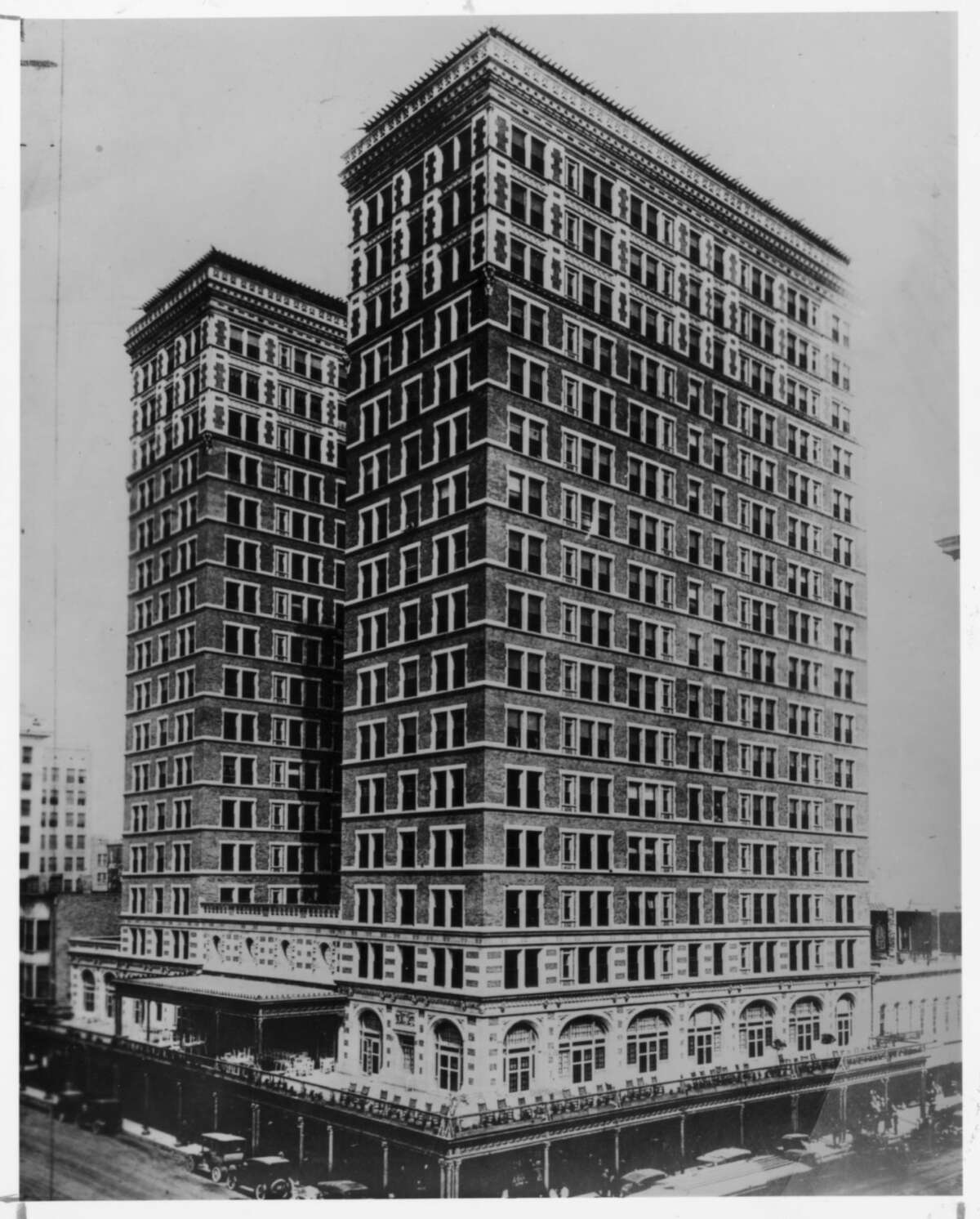The new Rice Hotel in 1913.