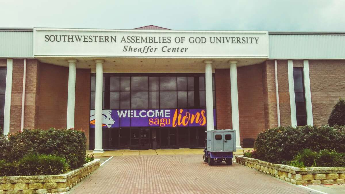 Rank: The best Texas colleges for your money in 2017 19. Southwestern Assemblies of God University Est. full price 2017-2018:$35,000 % of students who get grants: 64% Est. price for students who receive aid: $26,100 Average price for low-income: $22,200