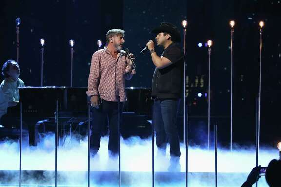 Julion Alvarez and Ricardo Montaner will perform together on Premio Lo Nuestro a la Música Latina.