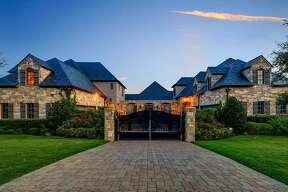 Pop star Selena Gomez is selling herFort Worth mansion.